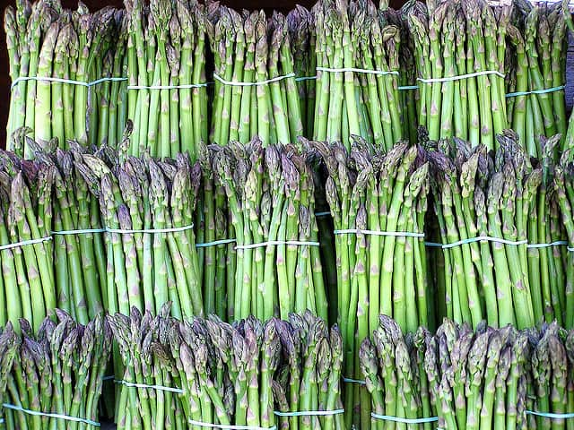 Heading to the Farmers' Market This Spring? Here's What's in Season!